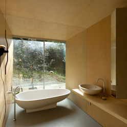 Casa no Gerês Casas de banho modernas por CORREIA/RAGAZZI ARQUITECTOS Moderno