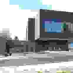 Ostfassade Moderne Häuser von raum.werk.plus. architektur + raumdesign Modern