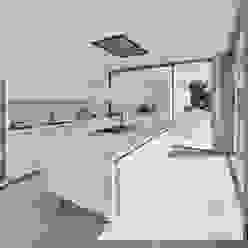 Villa Escarpa, Praia da Luz, Portugal Moderne Küchen von Philip Kistner Fotografie Modern