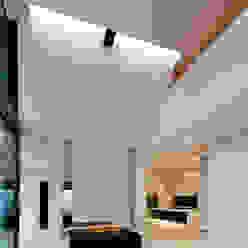 East West Villa Moderne woonkamers van 123DV Moderne Villa's Modern