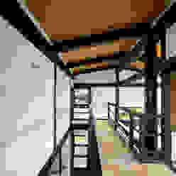 2階ホール 石井智子/美建設計事務所 和風の 玄関&廊下&階段