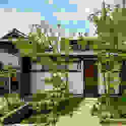 アプローチと玄関 石井智子/美建設計事務所 日本家屋・アジアの家