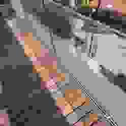 Barandilla transparente, vistas hacia la calle FG ARQUITECTES Balcones y terrazas de estilo moderno