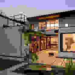 House with the bath of bird: Sakurayama-Architect-Designが手掛けた家です。,モダン