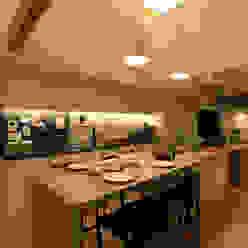 House with the bath of bird: Sakurayama-Architect-Designが手掛けたキッチンです。,