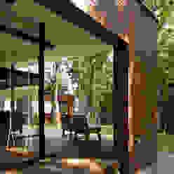029那須Hさんの家 atelier137 ARCHITECTURAL DESIGN OFFICE クラシックデザインの テラス