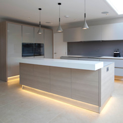 Sophisticated Italian Kitchen:  Kitchen by cu_cucine