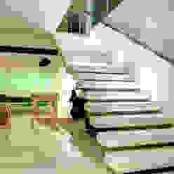 Hall de Entrada Corredores, halls e escadas modernos por Renato Lincoln - Studio de Arquitetura Moderno