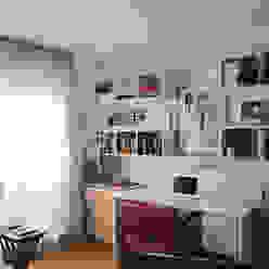 Schreibtisch im Jugendzimmer Moderne Kinderzimmer von hansen innenarchitektur materialberatung Modern