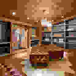 Loft de 250m² Closets modernos por Riskalla & Mueller Arquitetura e Interiores Moderno