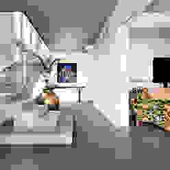 Entry Stairs Corredores, halls e escadas industriais por D-Max Photography Industrial