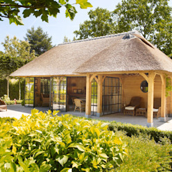 Balkon, Veranda & Terrasse im Landhausstil von Rasenberg exclusieve tuinpaviljoens & eiken gebouwen b.v. Landhaus