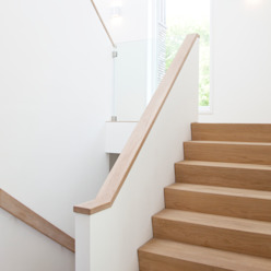 Modern corridor, hallway & stairs by Archstudio Architecten | Villa's en interieur Modern