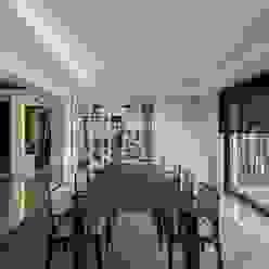 Comedor lineas rectas Comedores de estilo moderno de Laura Yerpes Estudio de Interiorismo Moderno