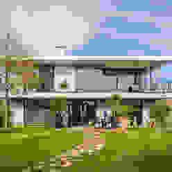 opEnd house - Single Family House in Lorsch, Germany Helwig Haus und Raum Planungs GmbH Jardines de estilo moderno