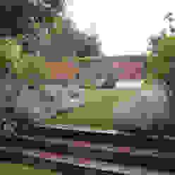 IJLA - Contemporary Garden IJLA Jardines de estilo moderno