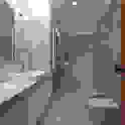Casa PL Atelier d'Arquitetura Lopes da Costa Casas de banho modernas
