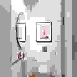 toillet Casas de banho minimalistas por Staging Factory Minimalista