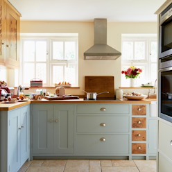 Cottage Kitchen By Luxmoore & Co by Luxmoore & Co Country