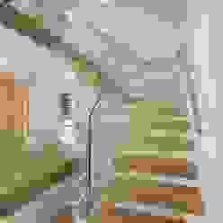 Free Standing Glass and timber stairs Sarum Glass Ltd Minimalist corridor, hallway & stairs