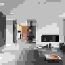 Villa Gelderland Moderne woonkamers van studio KAP+BERK Modern