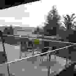 S.line wohnen bei Stuttgart Ausgefallener Balkon, Veranda & Terrasse von böser architektur Ausgefallen
