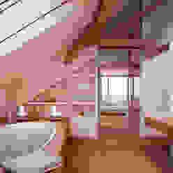 von Mann Architektur GmbH Banheiros rústicos