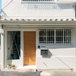 Ausgefallene Häuser von coil松村一輝建設計事務所 Ausgefallen