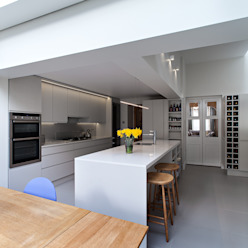 Highbury Town House:  Kitchen by APE Architecture & Design Ltd.