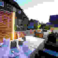 Dinner mit RomanticLite Moderner Balkon, Veranda & Terrasse von Braun & Würfele - Holz im Garten Modern Holz Holznachbildung