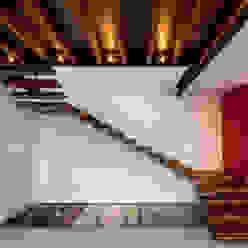Ingresso, Corridoio & Scale in stile moderno di BANG arquitectura Moderno