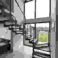 Ingresso, Corridoio & Scale in stile industriale di stabrawa.pl Industrial