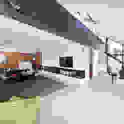 Living/Dining met vide naar slaapverdieping Moderne woonkamers van Beltman Architecten Modern