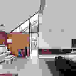 Doorzicht naar entreehal Moderne woonkamers van Beltman Architecten Modern
