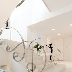 Eclectic style corridor, hallway & stairs by STUDIO CERON & CERON Eclectic