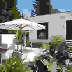 Bauhaus Villa in München Moderner Garten von 2P-raum® Architekten Modern