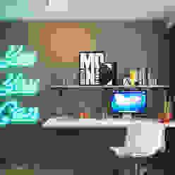 Escritórios minimalistas por IK-architects Minimalista