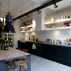 Garage Loft:  Keuken door BRICKS Studio, Industrieel