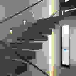 Haus Rheinblick Moderner Flur, Diele & Treppenhaus von wirges-klein architekten Modern