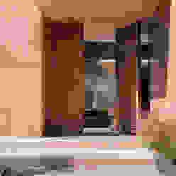 Gantous Arquitectosが手掛けた玄関ドア, モダン