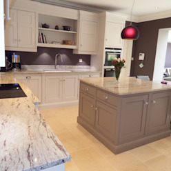 Kitchens made in Harrogate by Inglish Design INGLISH DESIGN مطبخرفوف وأدراج