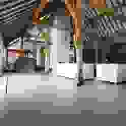 Salones de estilo rural de Motion Gietvloeren Rural