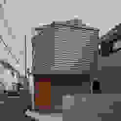 M設計工房 Scandinavian style houses Wood Grey