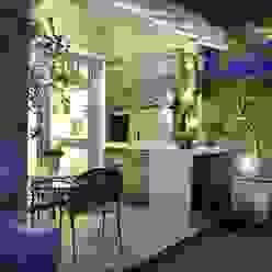 Elegante casa em condomínio Varandas, alpendres e terraços modernos por Tania Bertolucci de Souza | Arquitetos Associados Moderno
