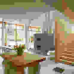 Dutch Mountain Moderne woonkamers van KRFT Modern