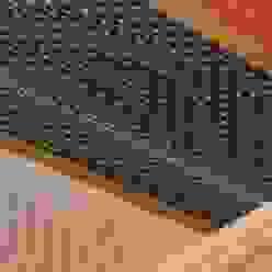 着物・羽織の紋様が 躍動(着物型紙師の仕掛け): 樹・中村昌平建築事務所が手掛けた現代のです。,モダン