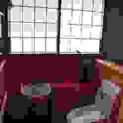 WC内 艶やかさを求め 朱塗のカウンターを造る: 樹・中村昌平建築事務所が手掛けた現代のです。,モダン