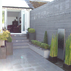Courtyard Garden Modern garden by Unique Landscapes Modern
