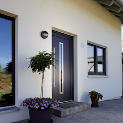 Projekty,  Drwi wejściowe zaprojektowane przez FingerHaus GmbH - Bauunternehmen in Frankenberg (Eder), Nowoczesny