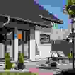 FingerHaus GmbH - Bauunternehmen in Frankenberg (Eder) Balcones y terrazas modernos: Ideas, imágenes y decoración
